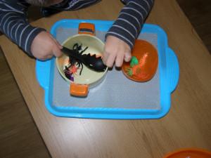 micasa_montessori_pre-school_halloween_practical_life4