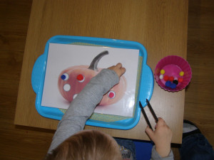 micasa_montessori_pre-school_halloween_practical_life7